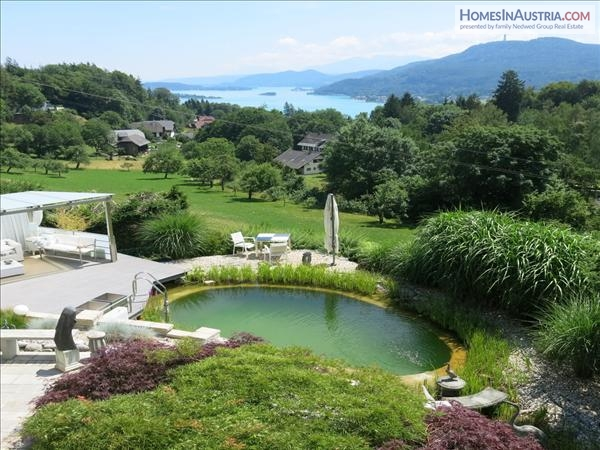 BIG LAKE-VIEW-VILLA  on the hillside close to VELDEN / South of AUSTRIA