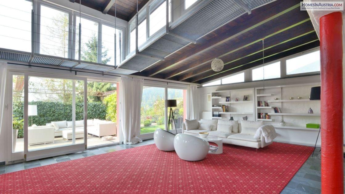 St. Urban, Carinthia, generous Villa with 530m2, private swimming pond